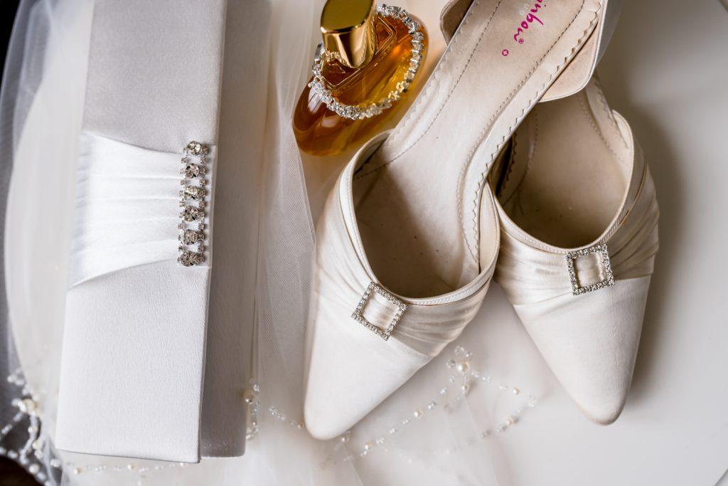 bride-wedding-details-the-fennes