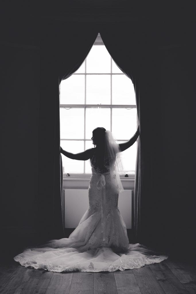 bride-wedding-photo-black-white-hylands-house