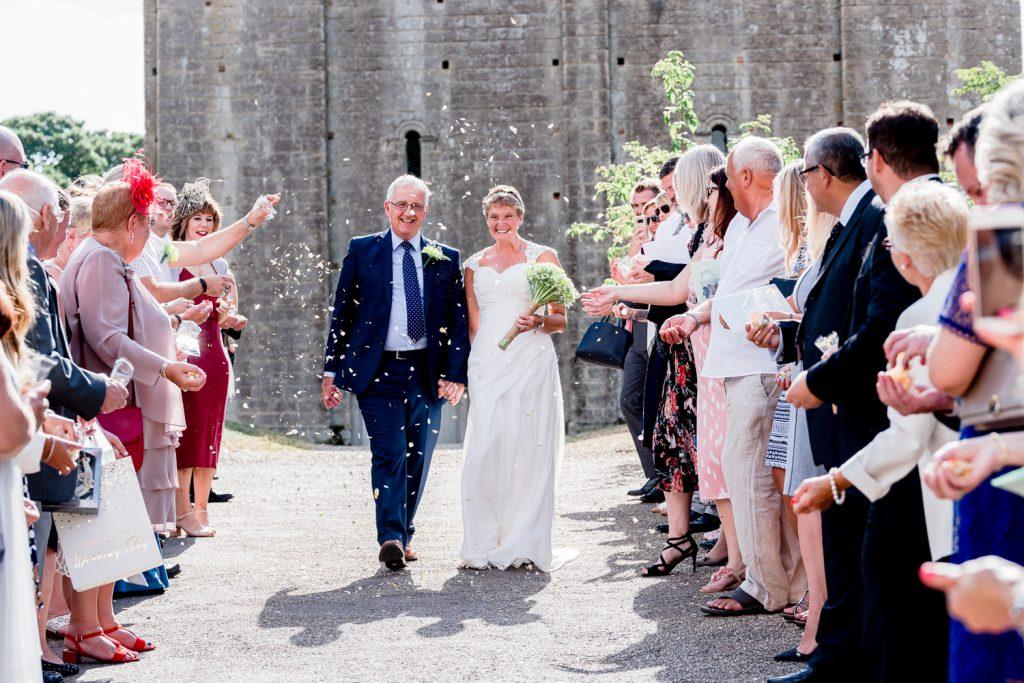 confetti-wedding-hedingham-castle